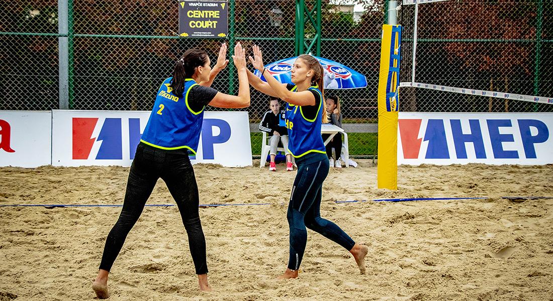 Sara i Valentina dominiraju na pijesku